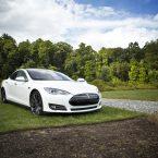 Quels sont les accessoires indispensables dans une Tesla ?