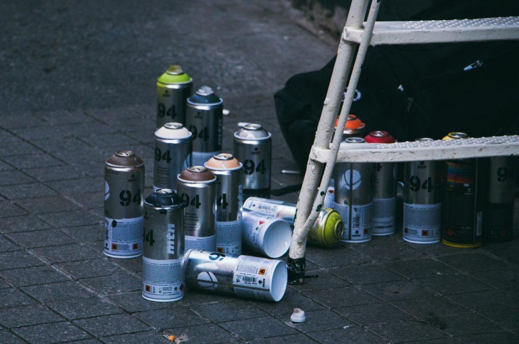 Bombe de peinture escabot pliable