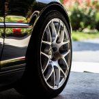 pneus d'une magnifique voiture